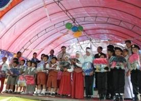 学用品の小学校児童への提供